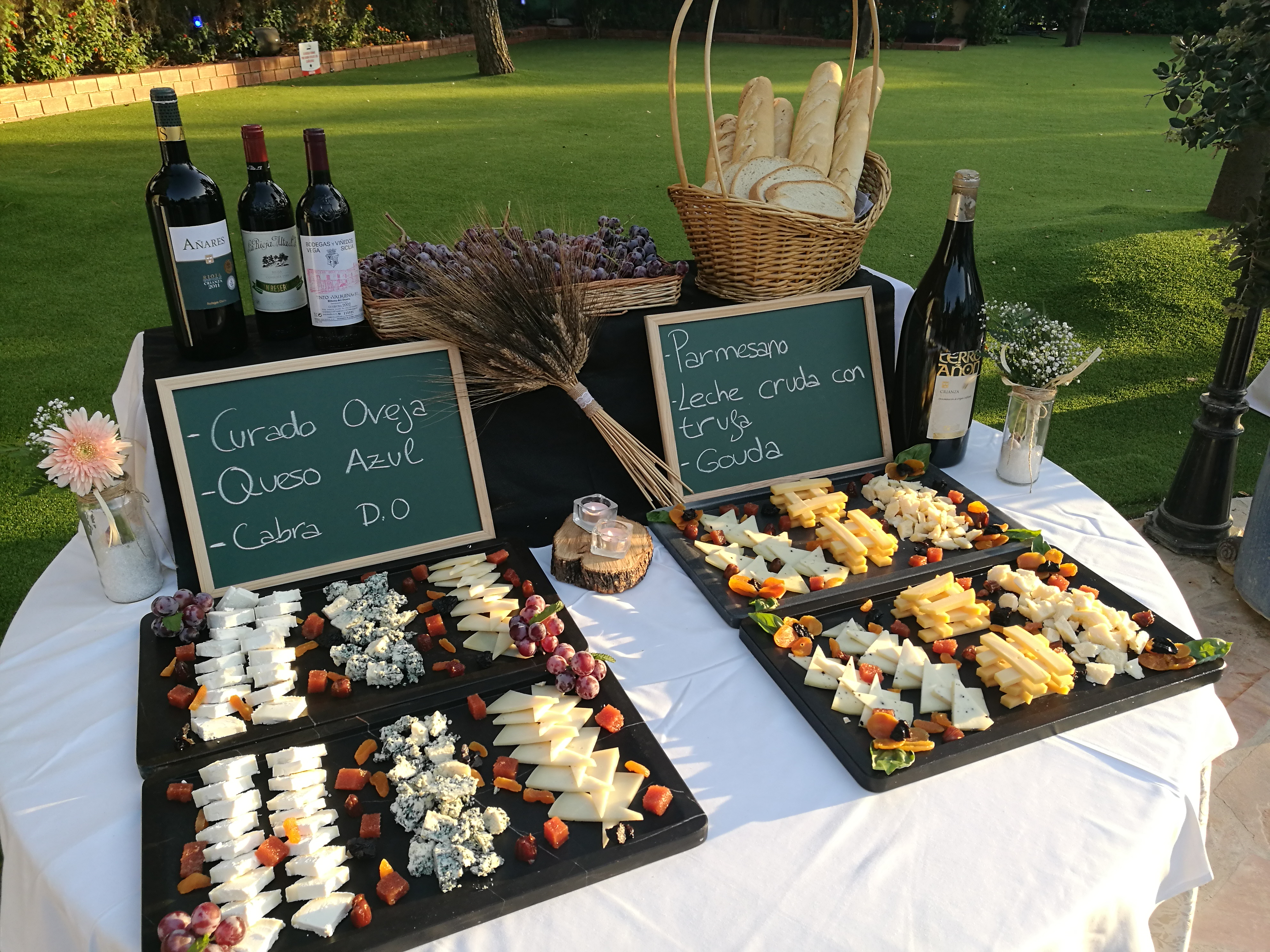 Tabla de quesos para banquete de bodas